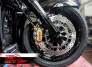 Harley Davidson Touring 2014 up - Bolt-in kit with 4p. (Gold) calipers & (Chrome) rotors 320 mm