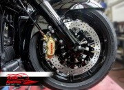 Harley Davidson Touring 2014 up - Bolt-in kit with 4p. (Gold) calipers & (Black) rotors 320 mm