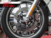 Harley Davidson Touring 07-09, Dyna 06-17 & V-Rod 02-10 - Bolt-in kit with 4p. (Titanium) calipers & (Chrome) rotors 320 mm