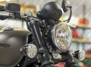 Triumph Bobber upper fork cover (Black)