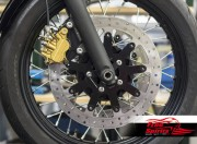 Dual disc front hub for Triumph Bobber